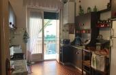 cucina abitabile con affaccio su balcone vista mare