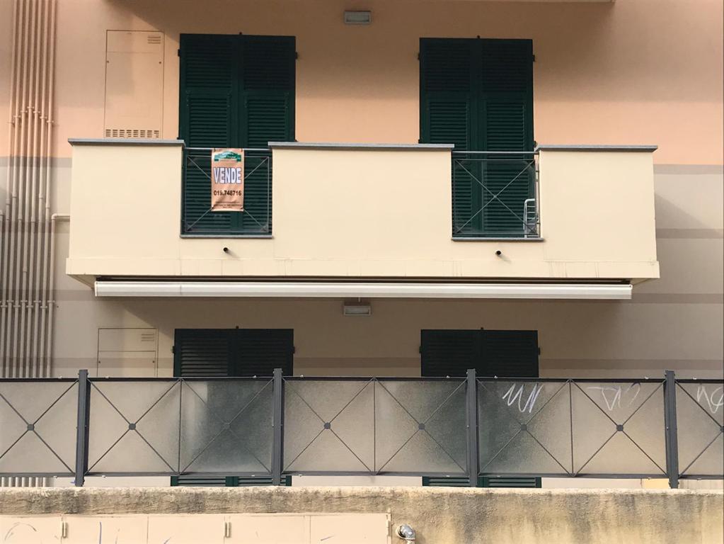 balcone da soggiorno e camera